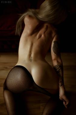 Photo: @mamo.erotic.art